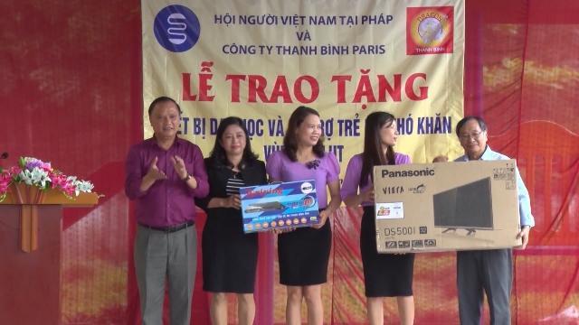 Cộng đồng người Việt Nam tại Pháp hướng về đồng bào vùng lũ