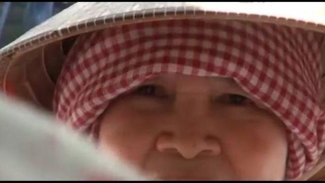 Camera giấu kín: Mẹ già nhà quê bị đứa con giàu có coi thường