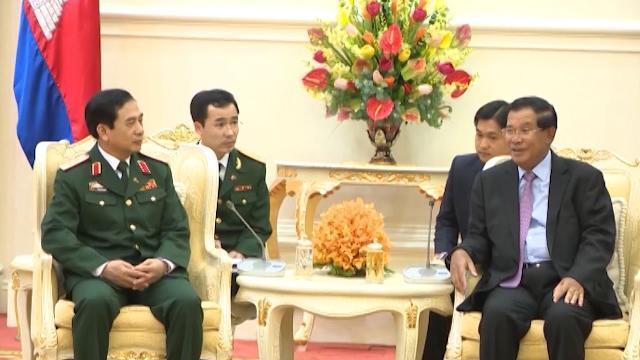 Tin Tức 24h: Việt Nam và Campuchia tăng cường hợp tác quốc phòng