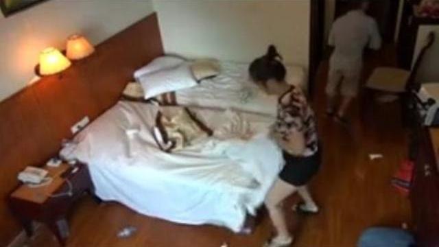 """Camera giấu kín : Hãi hùng """"bãi chiến trường"""" của khách thuê khách sạn"""