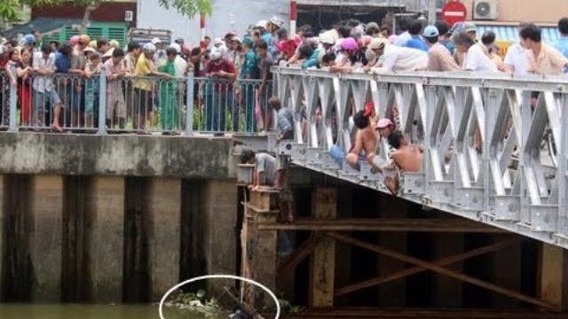 Bí ẩn xác phụ nữ đeo khuyên vàng dưới kênh Nhiêu Lộc