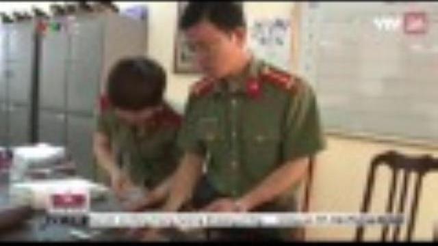 Lạng Sơn: Bắt quả tang giám đốc doanh nghiệp vận chuyển 60 triệu tiền giả | VTV24