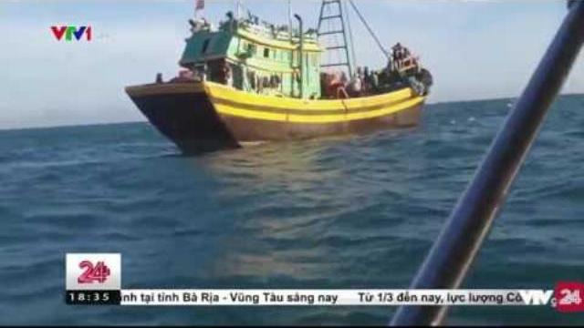 Sự manh động của các đối tượng đánh bắt cá trái phép   VTV24