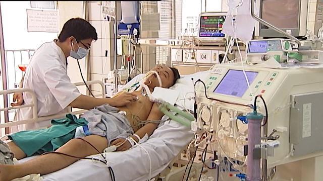 Tăng kịch trần khung giá khám chữa bệnh: Người không có BHYT đối mặt với nhiều nỗi lo