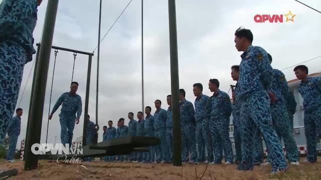 Bộ đội Lữ đoàn tàu ngầm 189 huấn luyện thể lực có gì đặc biệt?