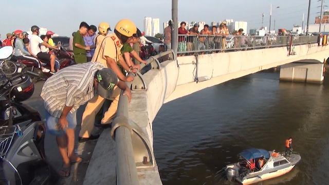Tin Tức 24h: Cảnh báo về tai nạn rơi xuống cầu ở TP. Hồ Chí Minh