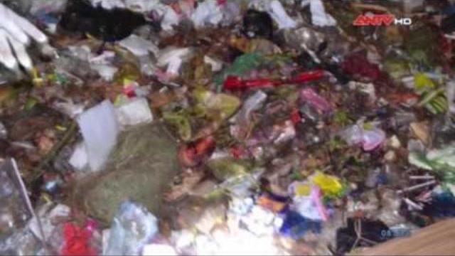 Hoảng hồn thấy bịch chân người trong bãi rác