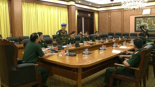 Sĩ quan Việt Nam chuẩn bị lên đường làm nhiệm vụ gìn giữ hòa bình Liên Hợp Quốc