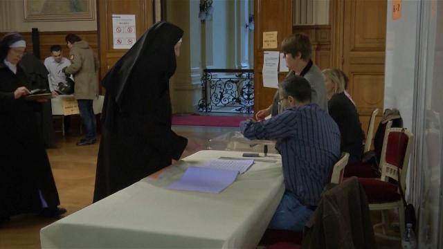 Bầu cử tổng thống vòng 2 quyết định tương lai nước Pháp
