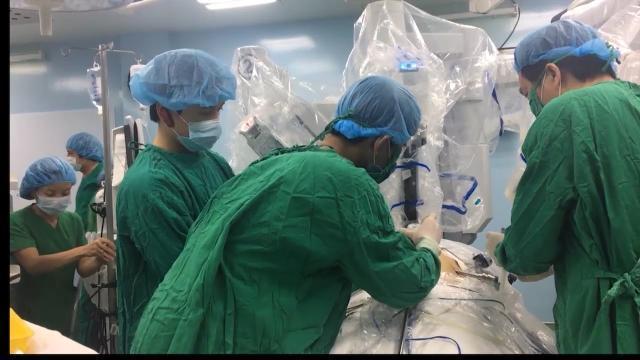 Bệnh nhân đầu tiên bị ung thư dạ dày được phẫu thuật bằng robot ở TP. Hồ Chí Minh