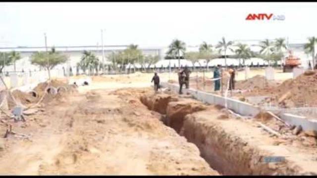 Đỡ cột trụ bê tông, 2 công nhân bị chôn sống