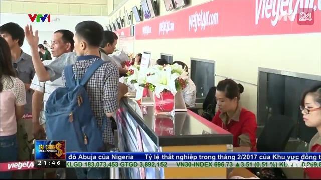 Còn nhiều e ngại về việc đề xuất áp giá sàn vé máy bay nội địa | VTV24