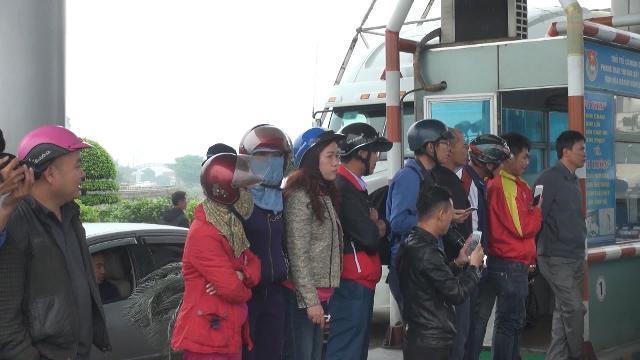 Người dân phản đối thu phí BOT cầu Bến Thủy gây ách tắc giao thông