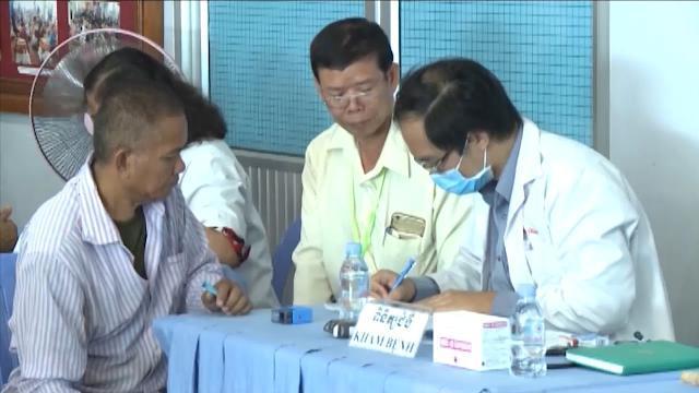 Đoàn thiện nguyện Việt Nam khám bệnh, cấp thuốc miễn phí cho người nghèo tại Campuchia