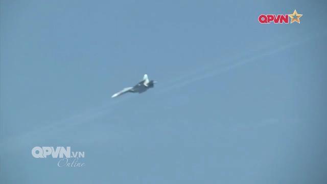 Video SU-30MK2 Không quân Việt Nam bổ nhào ném bom mục tiêu