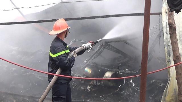 Tin Tức 24h: Hà Nội cháy lớn trong gara ô tô tại phố Trần Kim Xuyến