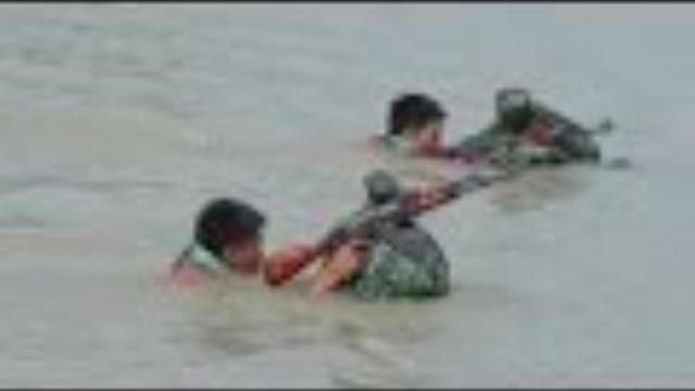 Huấn luyện vượt sông ở Sư đoàn 5 QK7