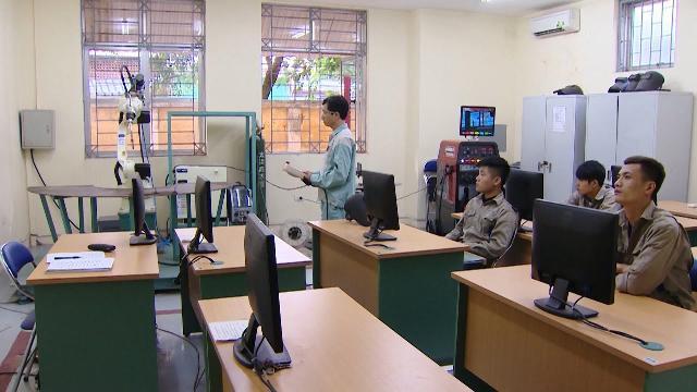 Tin tức 24h: Quy định mới về chế độ làm việc của giáo viên dạy nghề