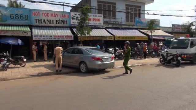 Bình Phước: Xe ô tô tông quán cà phê, nhiều người may mắn thoát nạn