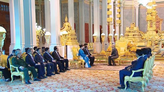 Thủ tướng Nguyễn Xuân Phúc yết kiến Quốc vương Campuchia