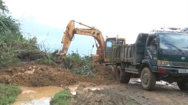 Mất an toàn trên tuyến đường giao thông, sạt lở núi ở Quảng Ngãi
