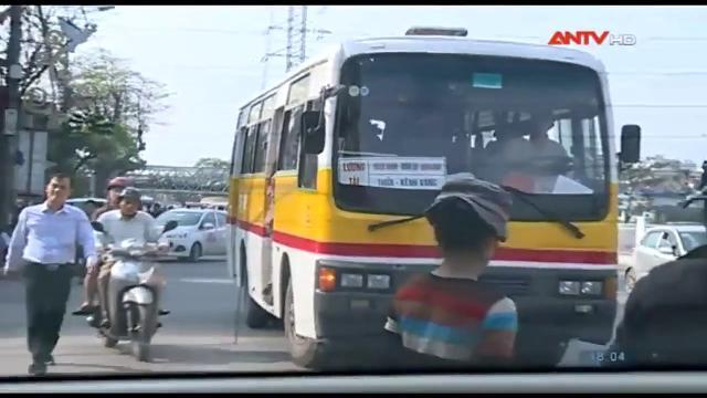 CSGT Hà Nội truy quét xích lô, ô tô điện, xe bus