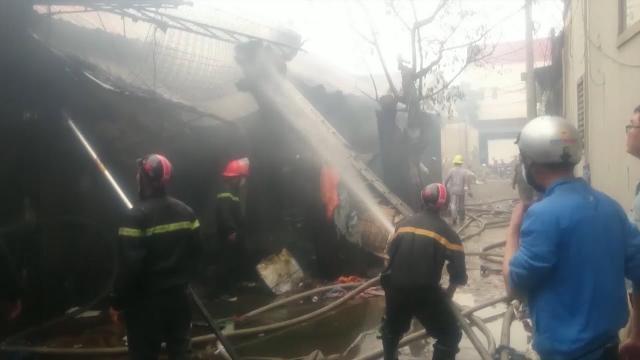 Tin Tức 24h: Hàng loạt kho hàng bị thiêu cháy ở Nghệ An