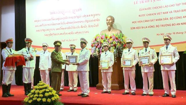 Tin Tức 24h: Bộ Công an đón nhận Huân chương Lao động của CHDCND Lào