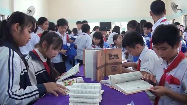 Hòa Bình khai mạc triển lãm sách hưởng ứng Ngày sách Việt Nam lần thứ 3 năm 2017.