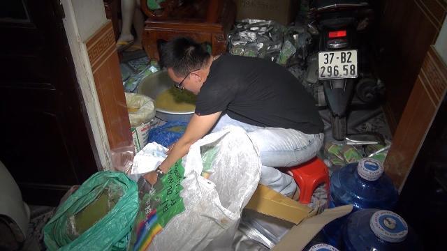 Nghệ An phát hiện xưởng sản xuất mỹ phẩm bằng hóa chất lạ