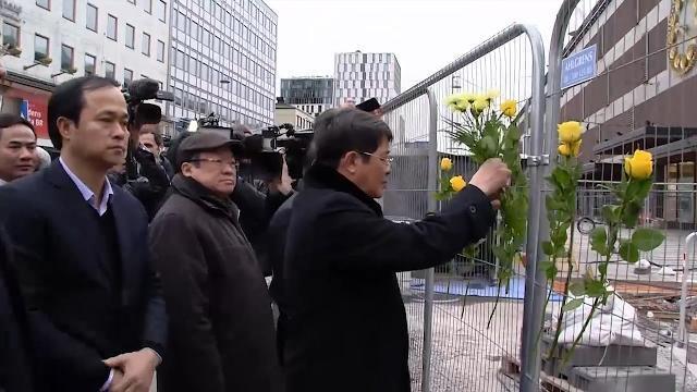 Đoàn Quốc hội Việt Nam đặt hoa tưởng niệm nạn nhân vụ khủng bố tại Thụy Điển
