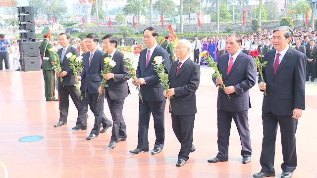 Tin Tức 24h: Lễ dâng hoa tại tượng đài Tổng Bí thư Lê Duẩn
