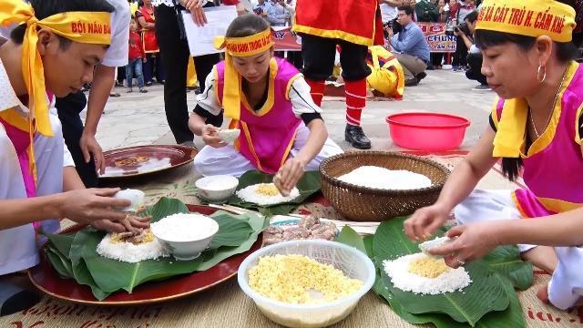 Phú Thọ Thi gói bánh chưng, giã bánh giầy dâng Vua Hùng