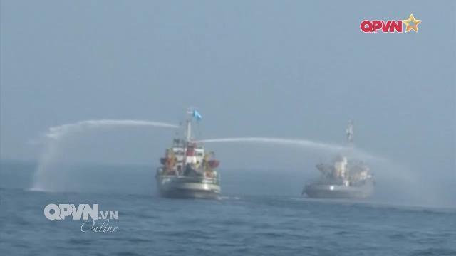 Thời sự Quốc phòng Việt Nam ngày 17/3/2017: Hải quân Việt Nam cứu tàu cá bị cháy trên biển