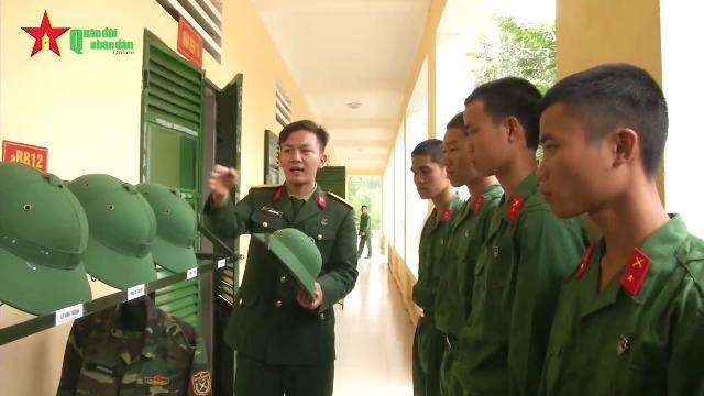 Tân binh làm quen với cuộc sống quân ngũ