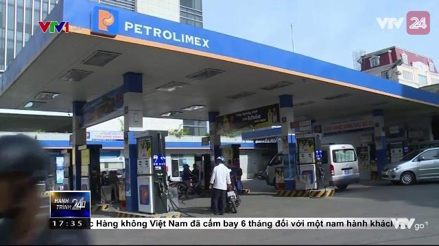 Giá xăng giảm hơn 300 đồng/ lít| VTV24