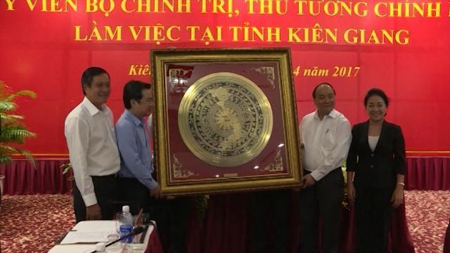 Tin Tức 24h: Thủ tướng Nguyễn Xuân Phúc làm việc với tỉnh Kiên Giang