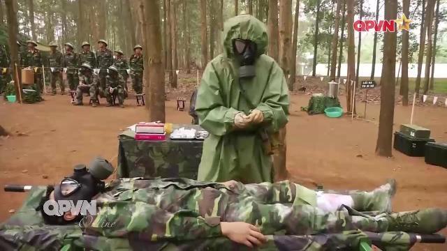 Quân y diễn tập cứu chữa thương binh trên chiến trường