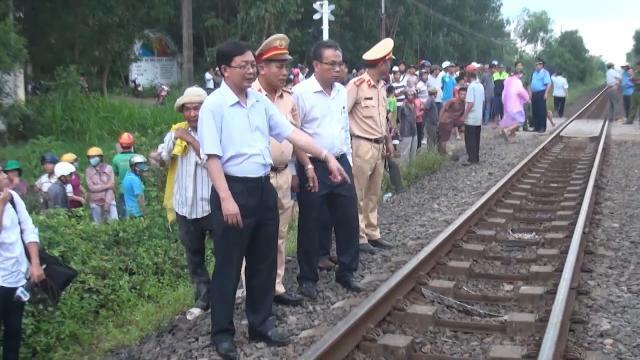 Tin Tức 24h: Tàu hỏa đâm ô tô làm 4 người tử vong ở Bình Định