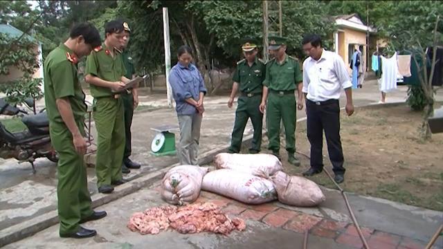 Bắt giữ đối tượng chở gần 200kg mỡ và nội tạng động vật hôi thối