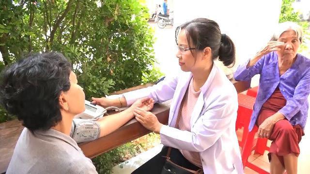 Hơn 300 gia đình chính sách và người dân Bến Tre được chăm sóc sức khỏe miễn phí