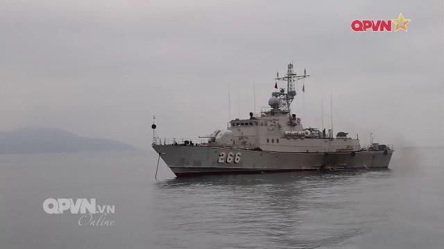 Lắp đặt thiết bị thông tin mới tự sản xuất cho tàu chiến Hải quân Việt Nam