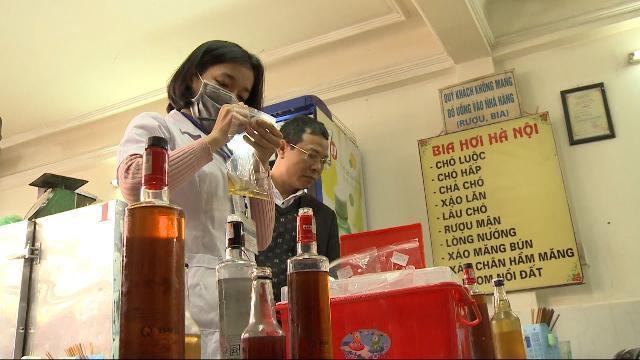 Tin tức 24h mới nhất: Phát hiện 5 mẫu rượu vượt ngưỡng methanol ở Hà Nội