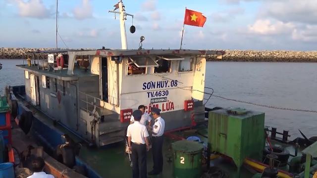 Bắt giữ 1 tàu vận chuyển 420.000 lít dầu D.O không có chứng từ hợp pháp tại biển Trà Vinh