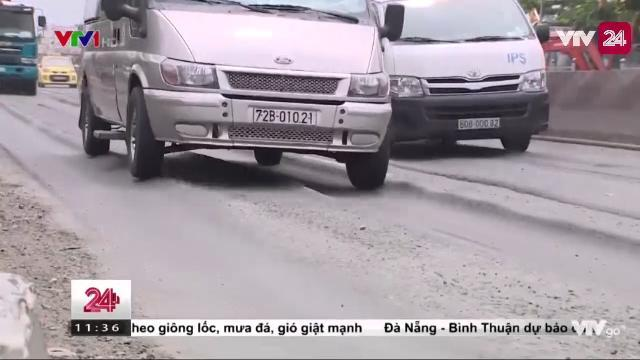 Đường nhựa bị trồi - cái bẫy chết người cho người tham gia giao thông | VTV24