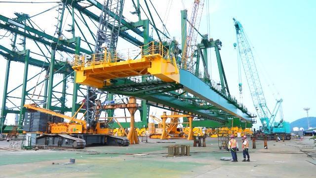 Quảng Ngãi xuất khẩu cẩu trục siêu trường siêu trọng sang Ấn Độ