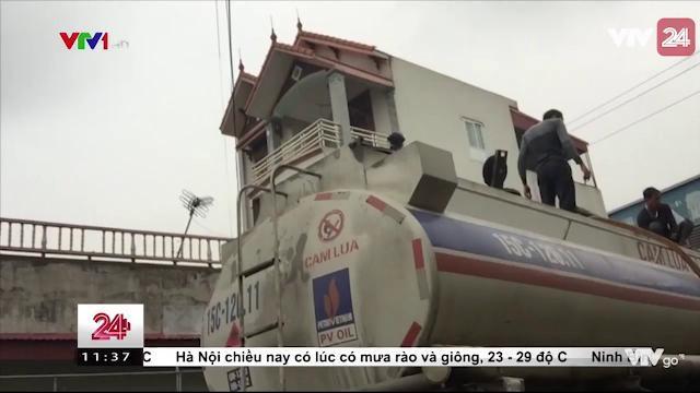 Thủ Đoạn Rút Ruột Xăng Từ Xe Téc - Quá Nhanh, Quá Nguy hiểm - Tin Tức VTV24