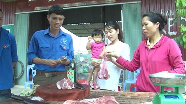 Tuổi trẻ Hiệp Hòa chung tay giải cứu người chăn nuôi lợn