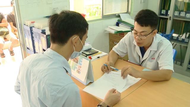 Tin Tức 24h Mới Nhất: Gỡ vướng BHYT cho người nhiễm HIV/AIDS
