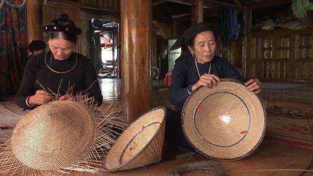 Độc đáo nghề đan nón lá của đồng bào dân tộc Tày tại Tuyên Quang